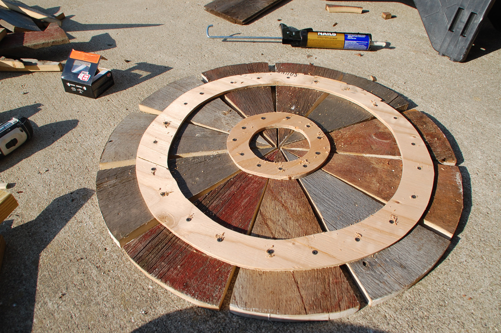 Weekend DIY Project: Rustic Wood Patio Table - DIYdiva